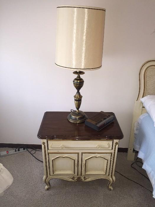 DREXEL FRENCH PROVINCIAL NIGHT STAND WITH LAMP
