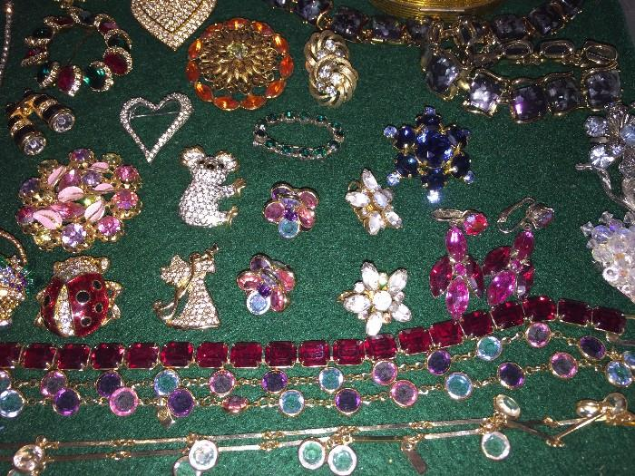 VINTAGE COSTUME RHINESTONE AND AUSTRIAN CRYSTAL JEWELRY ( SOME SIGNED , CORO, WEISS, SWAROVSKI )