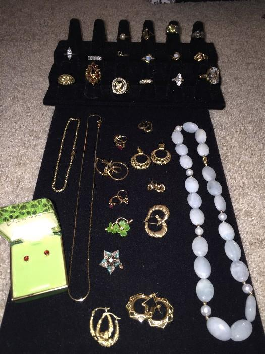 14K & 10K SOLID GOLD JEWELRY (NECKLACES, BRACELET, EARRINGS AND LOTS OF RINGS)