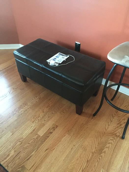 LONG BLACK LEATHER FOOR REST / OTTOMAN