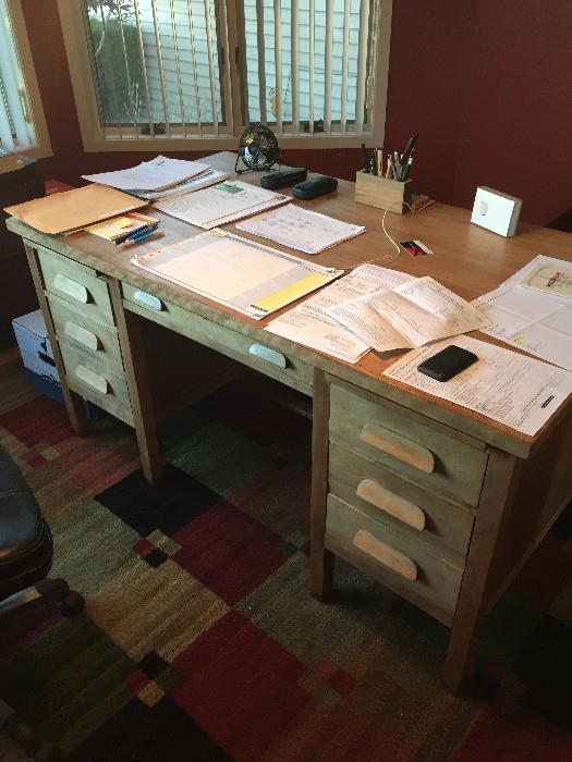 BLONDE OAK SOLID WOOD OFFICE DESK ( GREAT CONDITION)