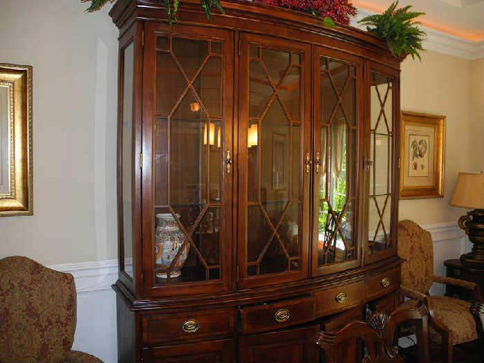 Beautiful hutch, part of the dining room set, perfect condition!
