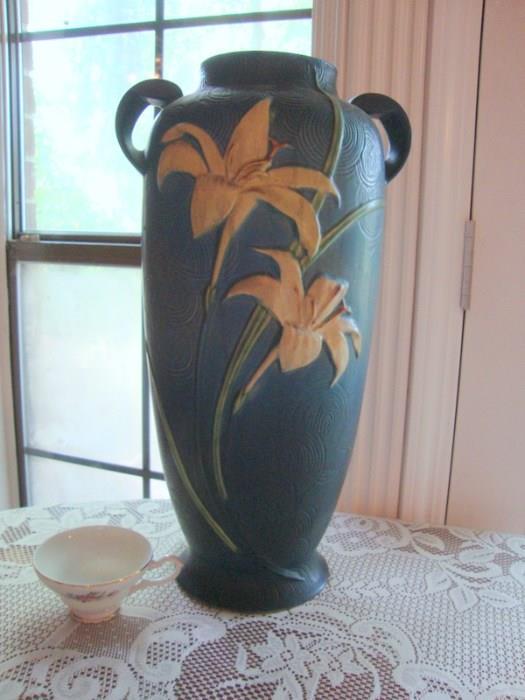 LARGE Roseville Zephyr Lily Pottery Vase, notice cup for size comparison