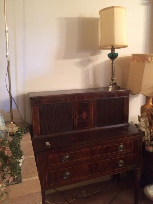 another view of the secretary
