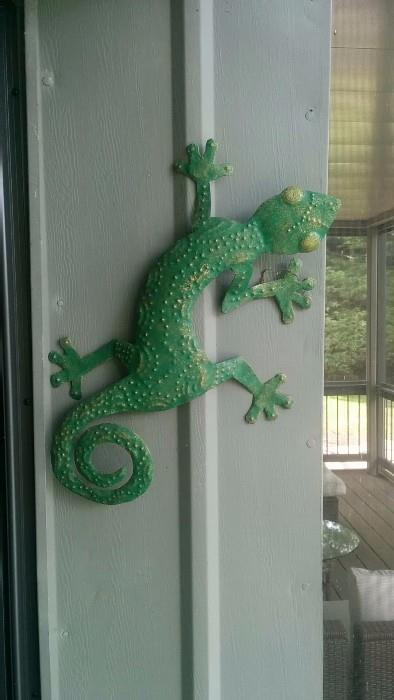 A gecko that's just hangin' around, before being discovered by Geico - now he's a multi-millionaire!
