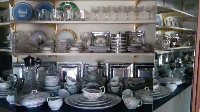 Collector plates, Wedgwood plates, French Limoges Haviland, Waterford + an 80-Piece set of china, by Austrian Imperial PSL Schlackenwerth China, Empire II