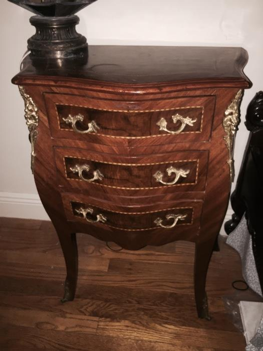 SMALL BOMBE CHEST
