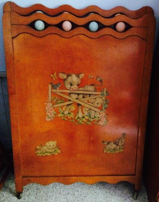Vintage Crib (Adorable Motif!)