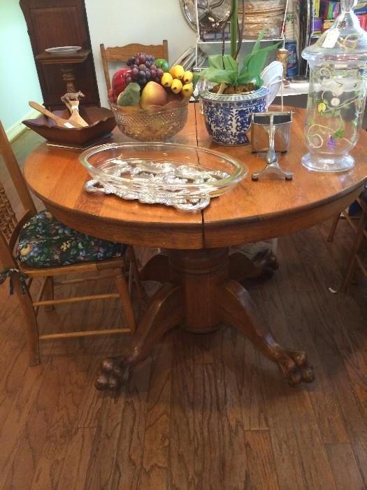 Antique oak table has 6 chairs & 2 leaves.