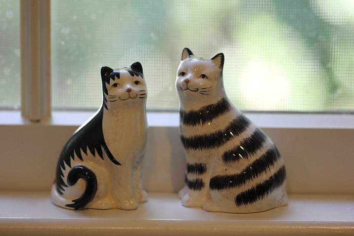 cat salt and pepper shakers