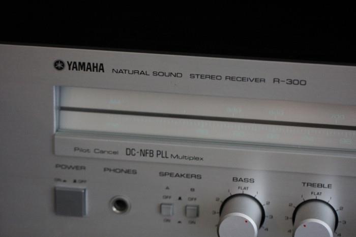 Yamaha receiver R-300