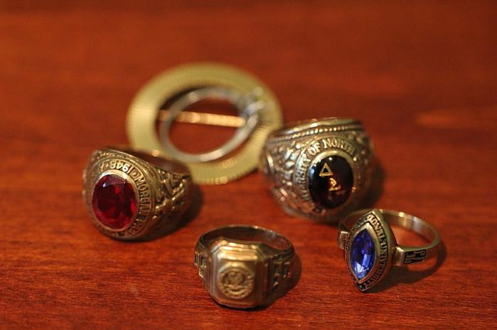 gold high school and college rings