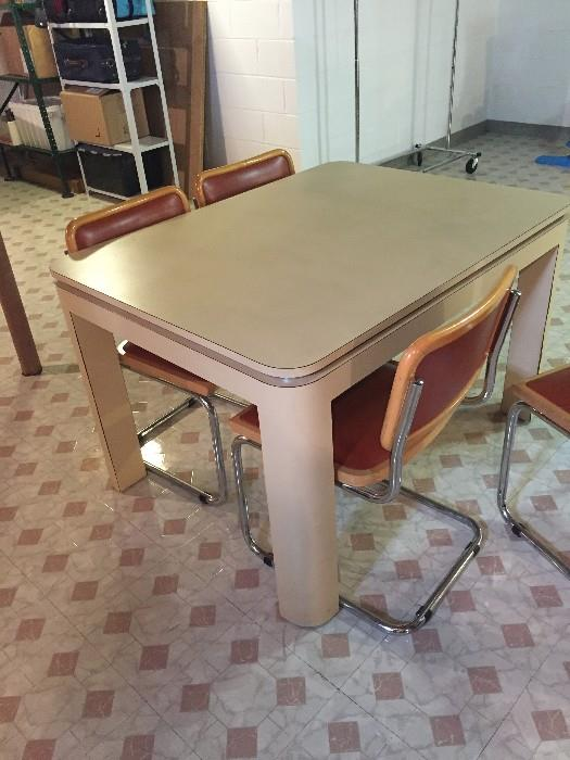 MID-CENTURY MODERN TABLE WITH 4 CHAIRS