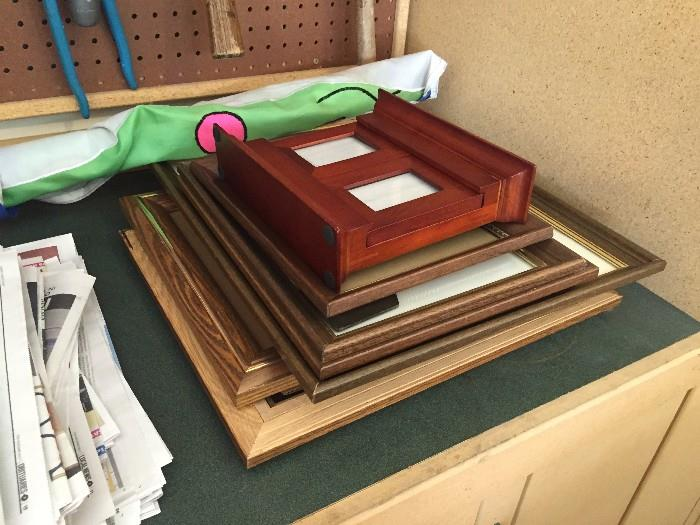 LOTS OF PICTURE FRAMES