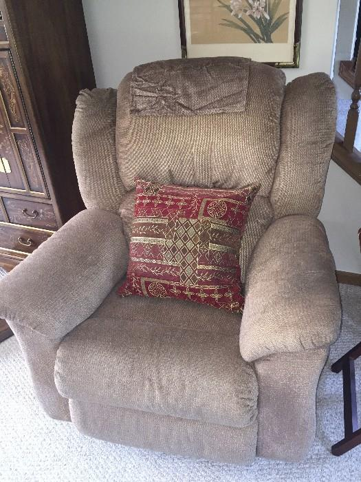 LAZY-BOY ELECTRIC RECLINER ( WORKS GREAT)