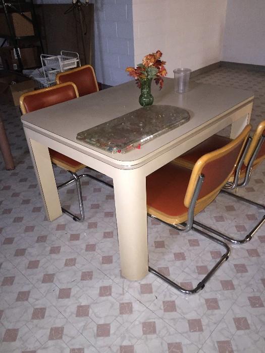 VINTAGE MID-CENTURY MOD KITCHEN TABLE
