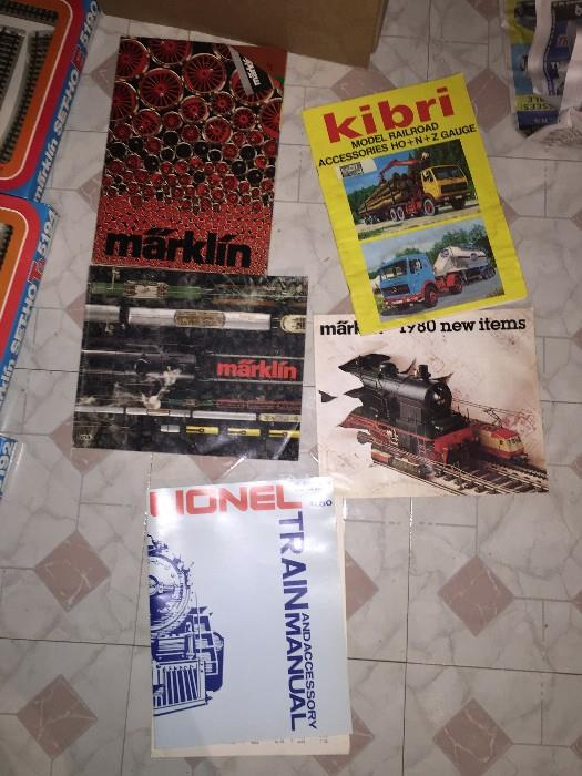 VINTAGE MAGAZINES AND VALUE GUIDES