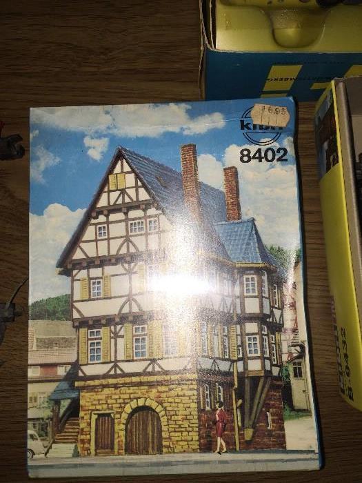 KIBRI BRAND NEW IN BOX MODEL HOME 8402