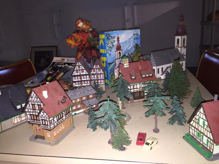 KIBRI MODEL HOMES, TREES, CARS
