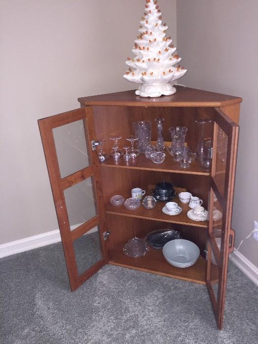 CORNER GLASS CABINET AND CRYSTAL GLASSES
