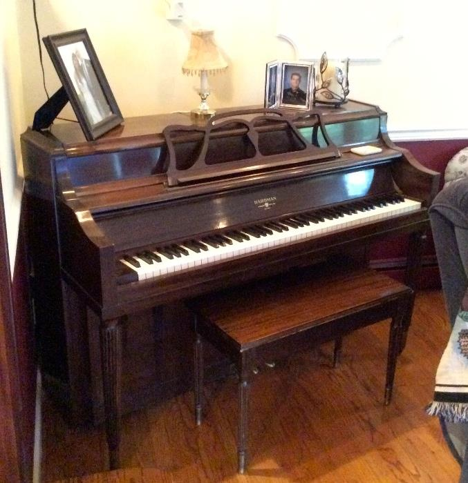 Beautiful vintage Hardman upright piano