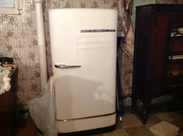 Vintage Hotpoint Refrigerator...very good condition