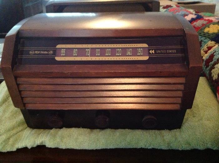 RCA vintage radio....excellent condition...needs new wiring