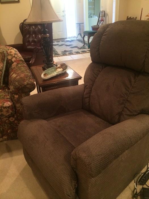 Like new La-Z-Boy power lift chair