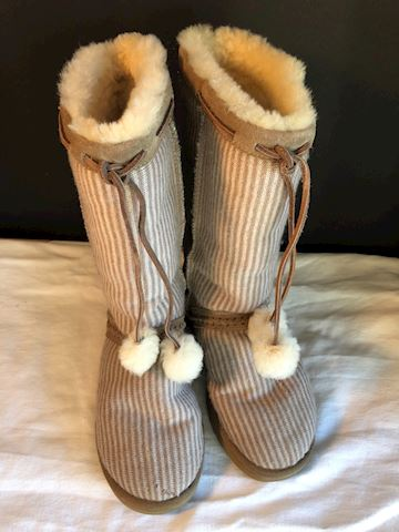 Pre-owned tan/white stripe fuzzy UGG boots, sz 6