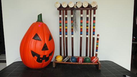 Vtg croquet set w/holder plastic pumpkin Lot #89