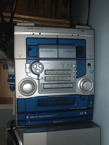 Aiwa CD/Cassette Player with Two Speakers