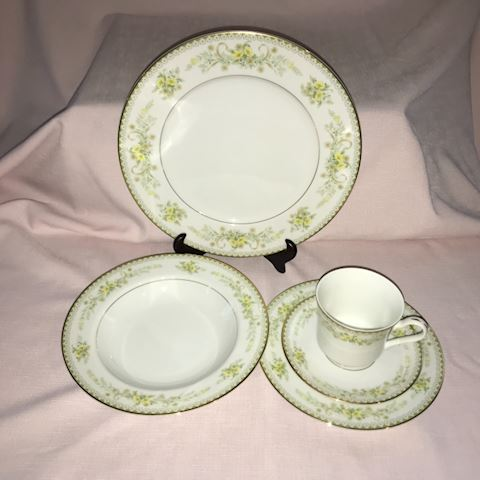 "Mikasa ""Greenbriar"" fine china, 76 pieces"