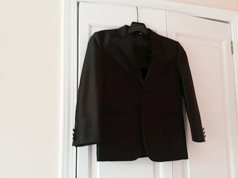 BOY'S ABINI BLACK TUX W/ SHIRT VEST AND TIE SIZE 7