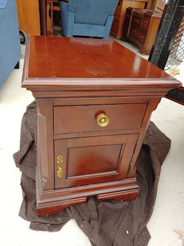 End Table / Night Stand