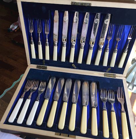 Vintage Boxed Silverplate Fish Set