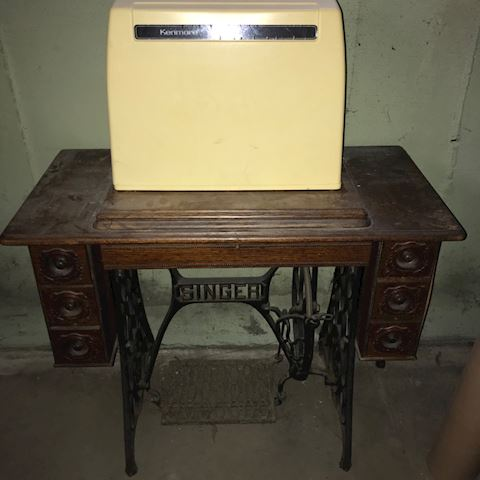 Kenmore Sewing Machine/Table