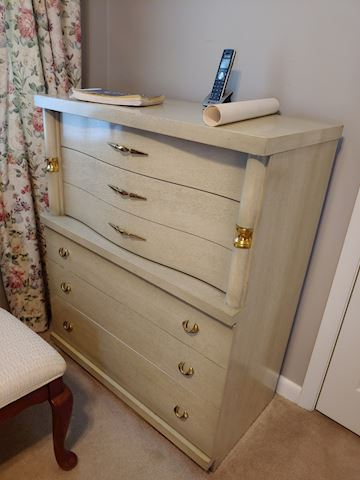 Bassett Furniture Chest of Drawers