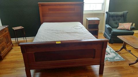 Antique Full Bed Walnut / Sleigh Style w/ Mattress