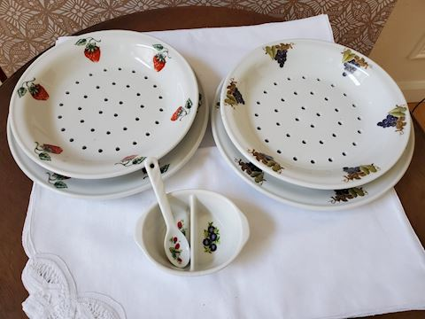 Grape and Strawberry Berry Serving Set