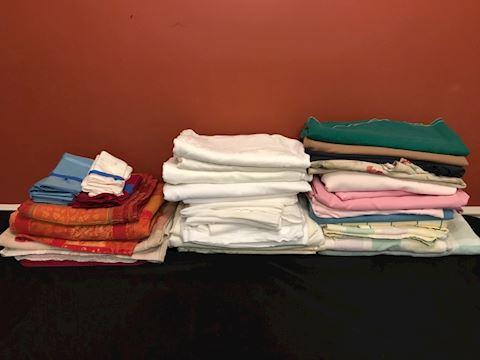 Big lot table linens, 28 tablecloths PLUS