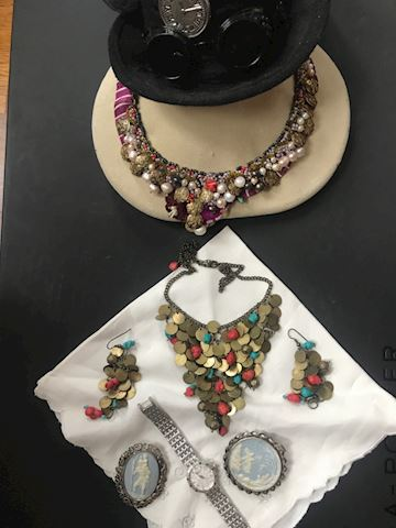 Lot of variety of jewelry w/Hat