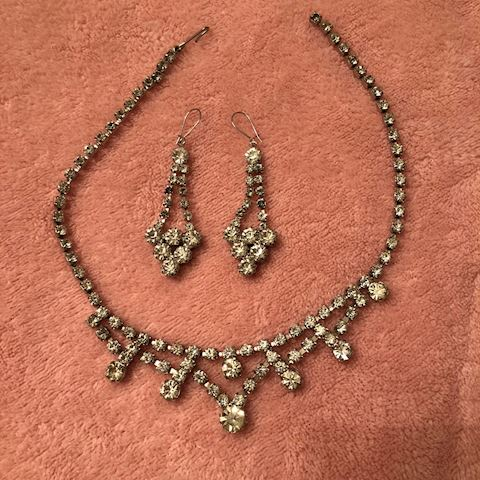 Flapper Style necklace and matching earrings