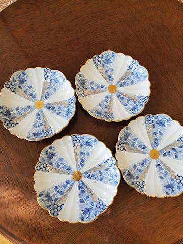Set of 4 Japanese small plates
