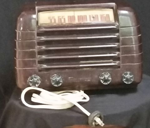 VINTAGE EMERSON BAKELITE RADIO BROWN