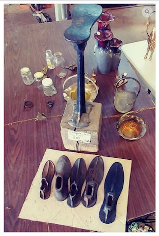 Antique Cobbler Shoes Cast Iron Set (VERY RARE)