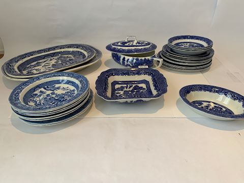 Lot 0032 Willow ware