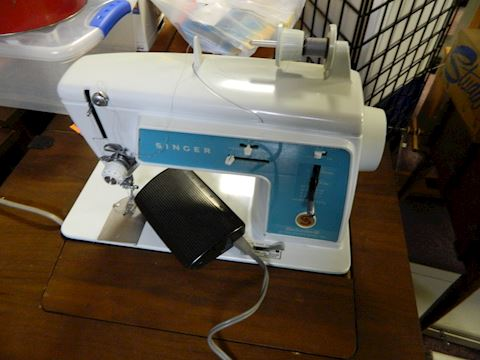 Electric Singer Sewing Machine - Model 628 Deluxe