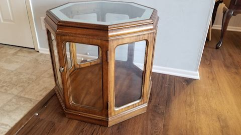 Octagonal knick knack table