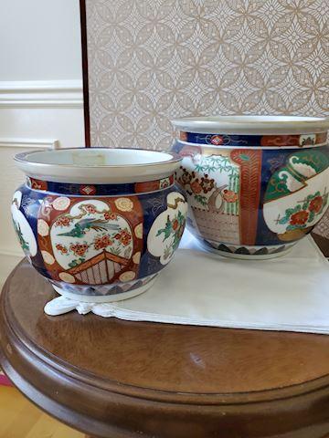 "2 Japanese ceramic pots 1(9"") 1(7"")"