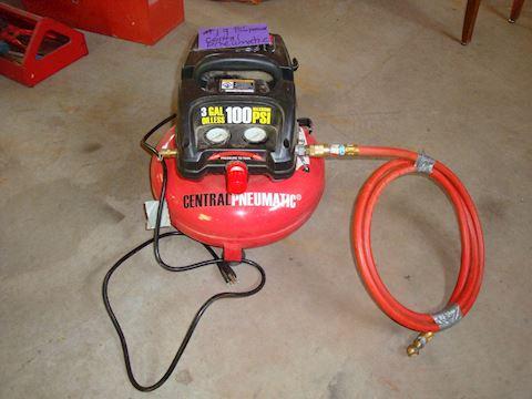 Central Pneumatic Air Compressor w/hose #19